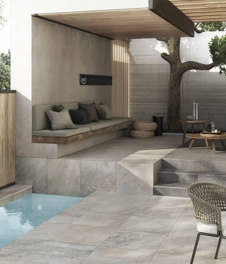 Revêtement de sol antidérapant pour l'extérieur et les bords de piscine